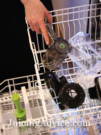 Cleaning the Samson juicer parts in the dishwasher
